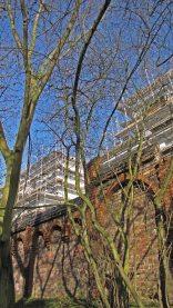 Baustelle der Groth-Gruppe am Berliner Mauerpark, 26.03.2017 / Bild 2: Westlich der Baustelle, Hof ehemaliger Sozialwohnungen im Weddinger Brunnenviertel