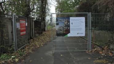 28.10.2017, Hier geht es zur Besichtigung der Sozialwohnungen. Aber nur nach Anmeldung. Heute ist dieses Tor zur Baustelle offen.