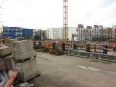 """Groth-Baustelle am Mauerpark, Blick auf die Baustelle von """"meiner Bank"""" aus über den Zaun nach SüdWesten, Sonntag, 26. November 2017"""