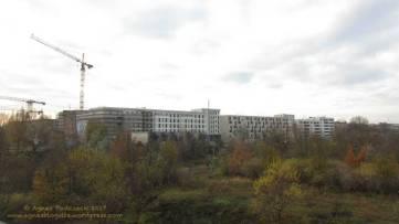 Groth-Baustelle am Mauerpark, Blick auf die Baustelle vom Schwedter Steg aus aus Richtung SüdWesten, Sonntag, 26. November 2017