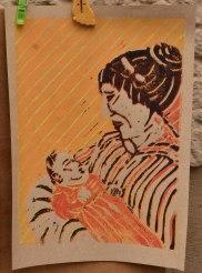 Mutter, Linolschnitt A4, farbiger Druck auf Skizzenpapier graubraun, rau; Juni 2019